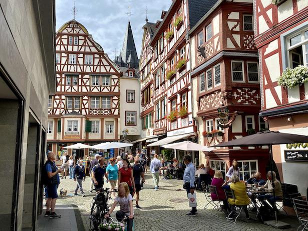 Bernkastel-Kues Mosel Marktplatz Historische Altstadt Sehenswürdigkeiten Fachwerkhäuser