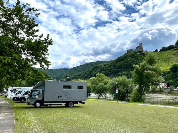 Bernkastel-Kues Wohnmobil-Parkplatz Nikolausufer für mole-on-tour