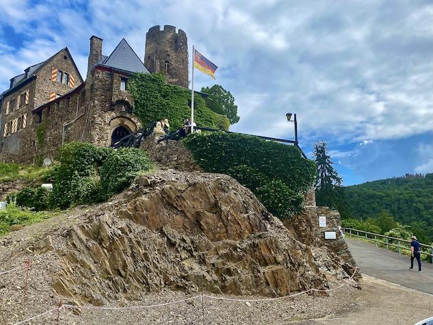 Burg Thurant bei Alken an der Mosel Burg Thurant Eingang Stadt Alken Rheinland-Pfalz Deutschland
