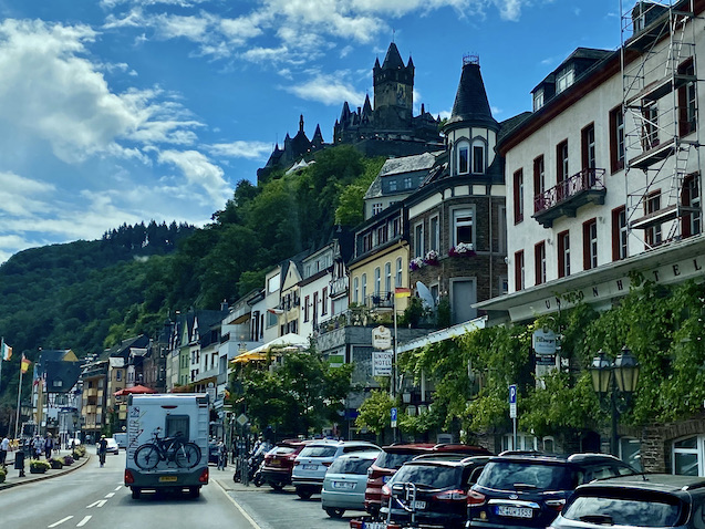 Cochem an der Mosel Reichsburg Burganlage auf Bergkegel Höhenburg