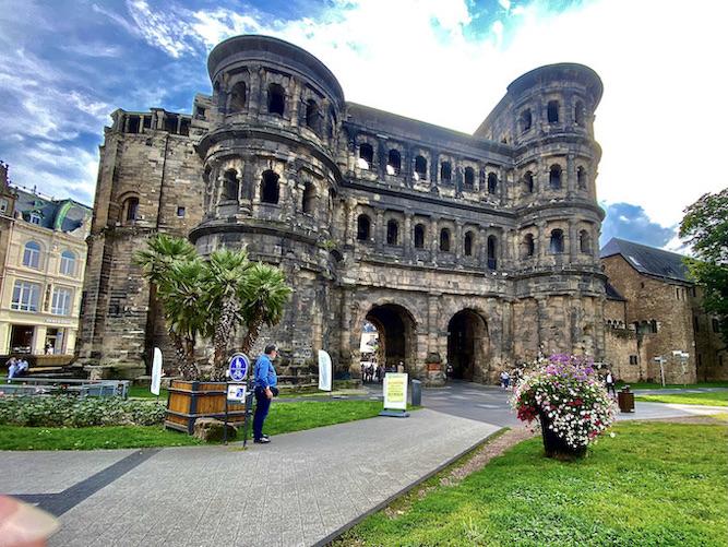 Porta Nigra Trier römisches Stadttor Feldseite UNESCO-Weltkulturerbe