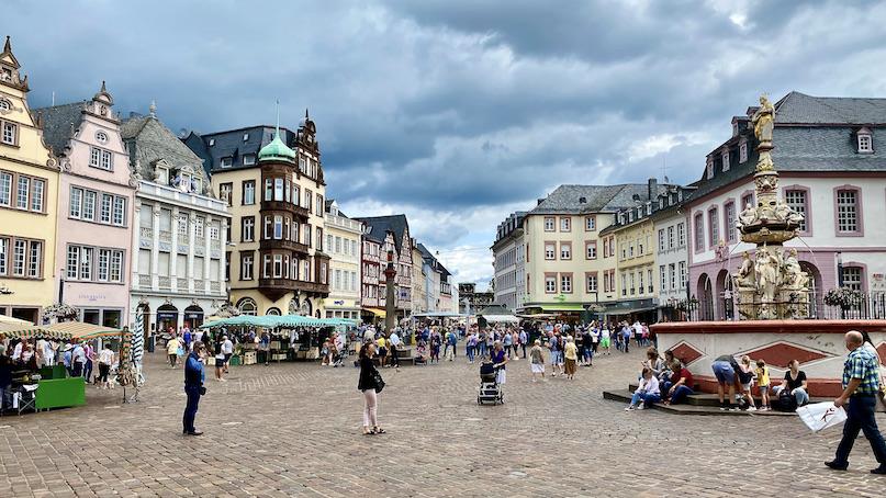 Trier Hauptmarkt Marktkreuz Petrusbrunnen Porta Nigra