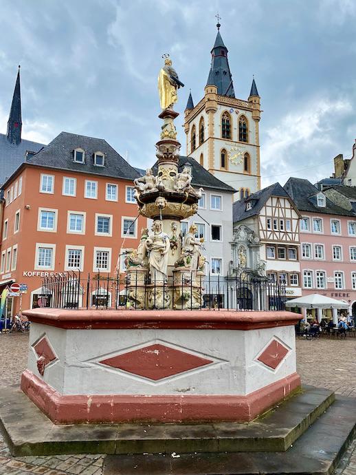 Trier Kirche St.Gangolf Hauptmarkt Petrusbrunnen