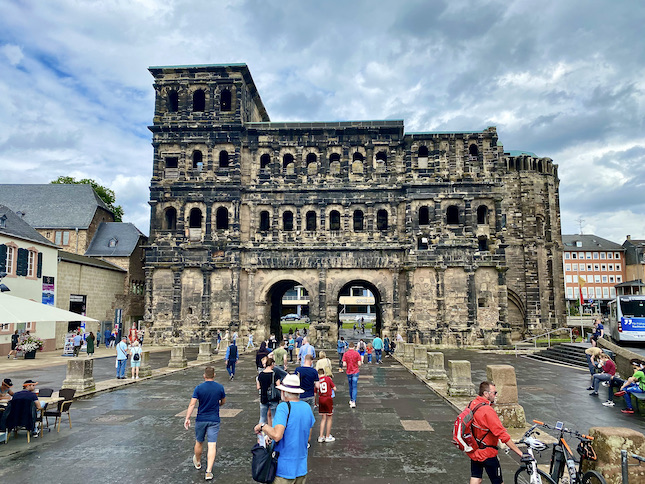 Trier Porta Nigra Stadtseite Schwarzes Tor UNESCO-Weltkulturerbe