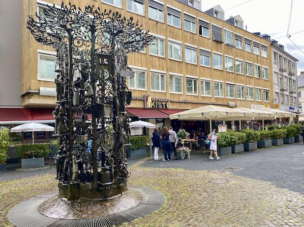 Trier Viehmarkt Handwerkerbrunnen Restaurant-Kiste Kartoffelrestaurant