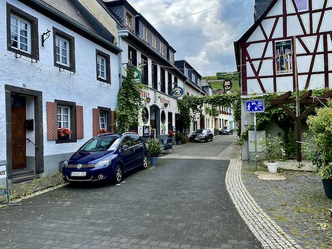 Winningen an der Mosel Ortskern Weindorf Winninger Domgarten Weinlage