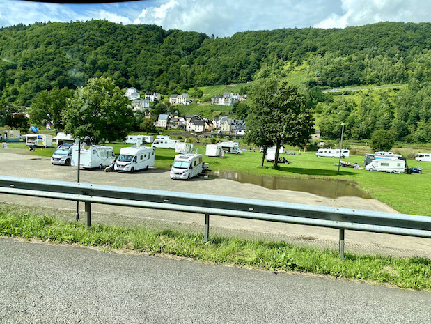 Wohnmobilstellplatz in Enkirch an der Mosel großer Camperplatz