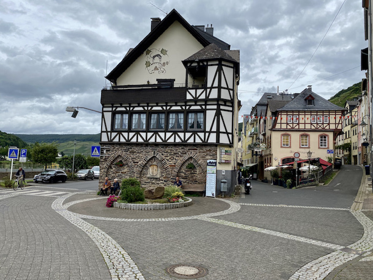 Zell-Mosel Altstadt Sehenswürdigkeit Die Poart ehemals Stadttor