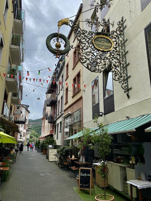 Zell-Mosel Altstadt Sehenswürdigkeit Fußgängerzone Balduinstraße Restaurant Hotel zum grünen Kranz