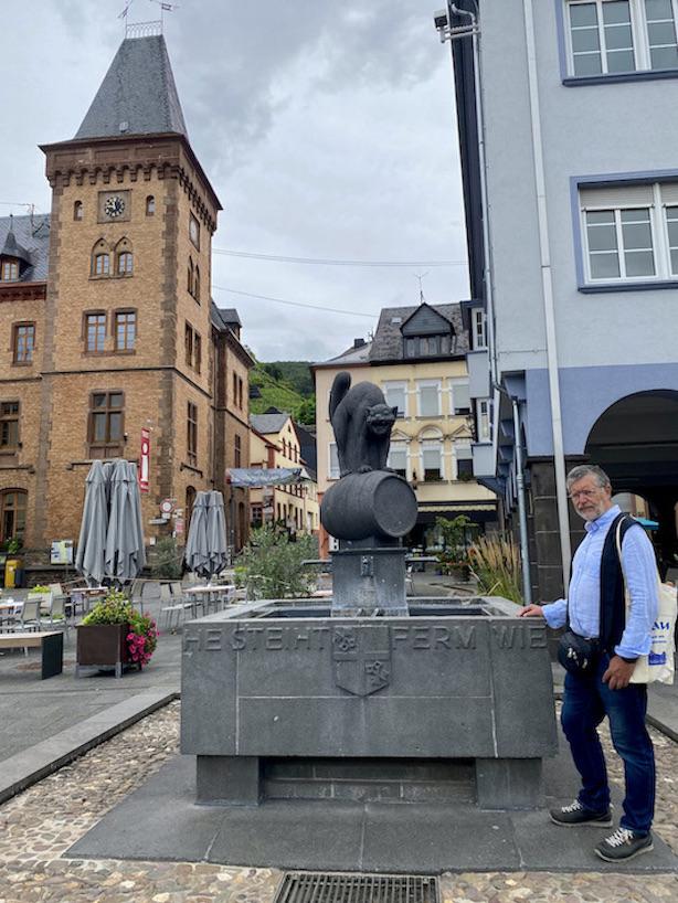 Zell-Mosel Zeller-Schwarze-Katz Brunnen Altstadt Rathaus Sehenswürdigkeit