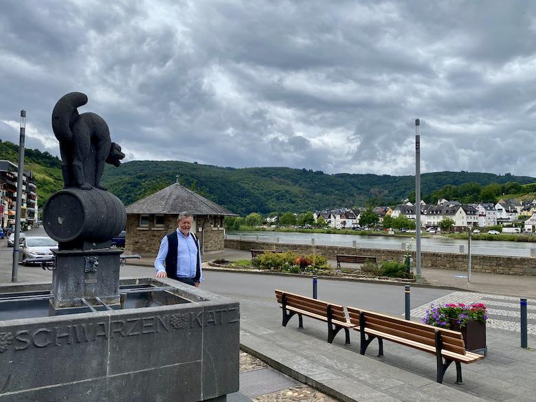 Zell-Mosel Zeller-Schwarze-Katz Brunnen Altstadt Sehenswürdigkeit